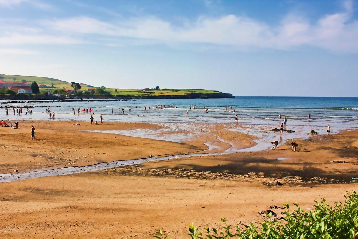 Playa de Bañugues en Gozón - imagen 1