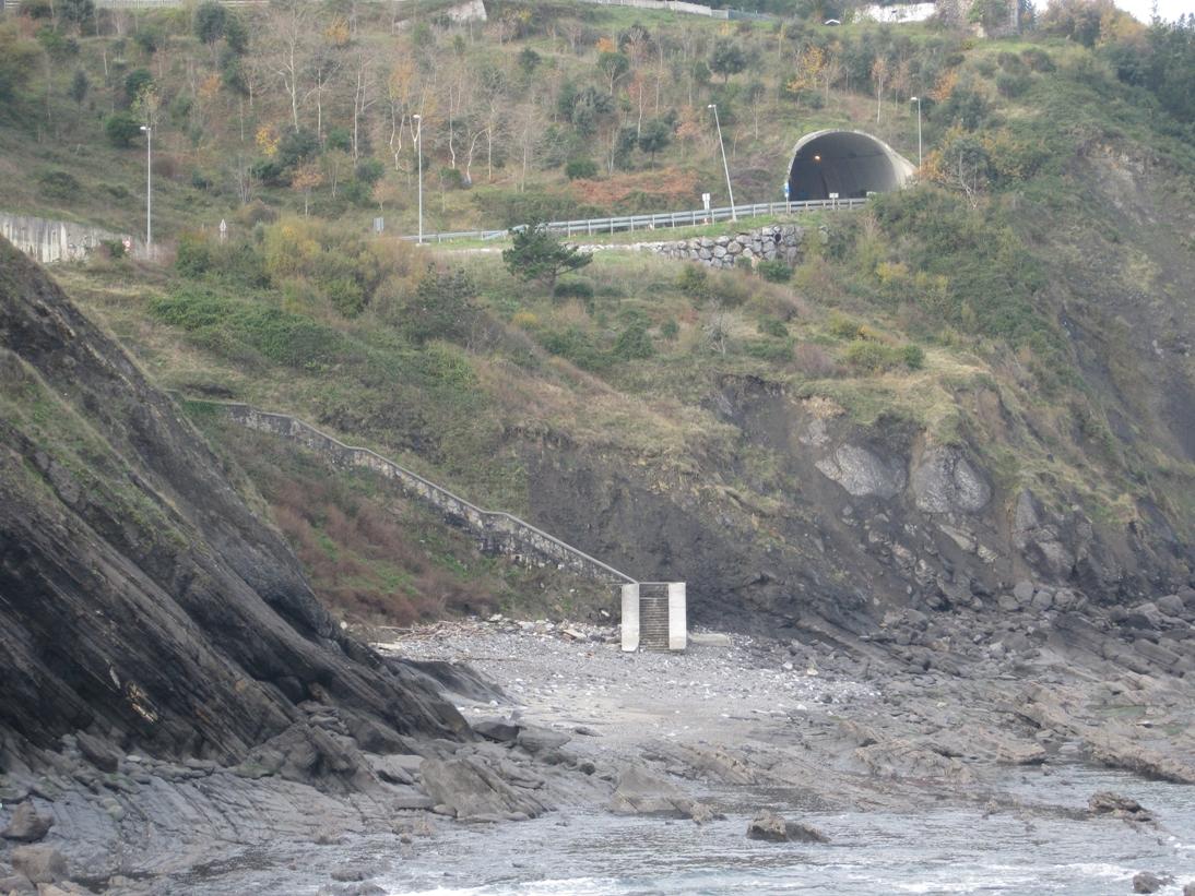 Playa de Burumendi / Hirugarren hondartza en Mutriku - imagen 5