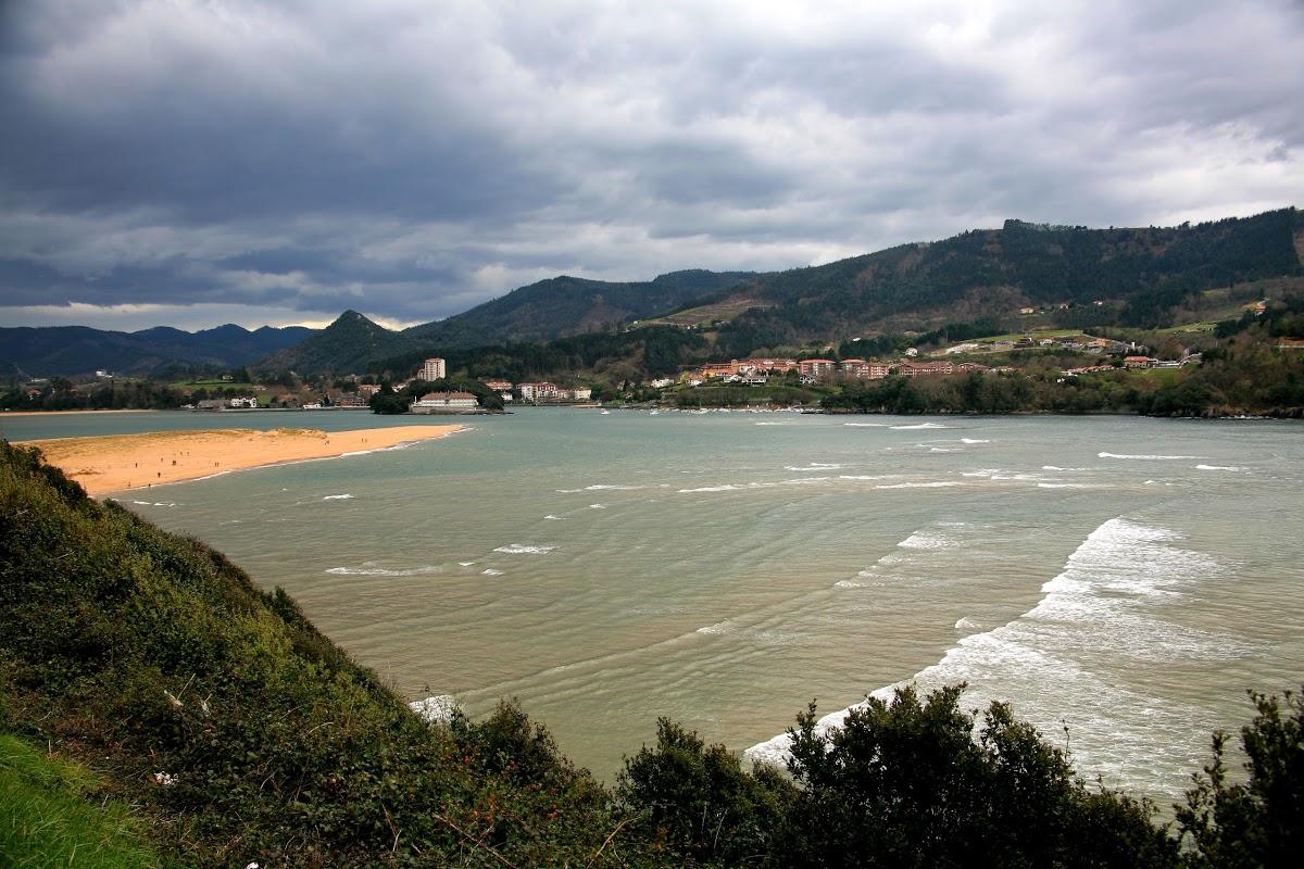Playa de Laga en Ibarrangelu - imagen 1